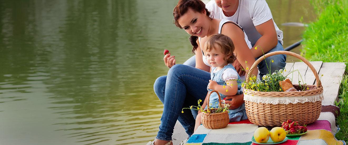 FIA360 - Family Picnic on a lake